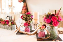 Table decoration in pink